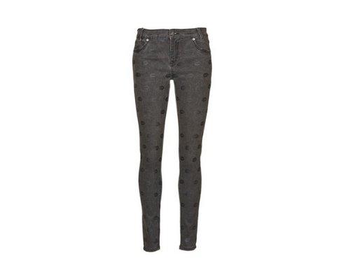 American Retro Jeans mit Patches im 90er/70er Stilmix (Quelle: PR)