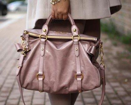 Rosé farbene Miu Miu Vitello Tasche