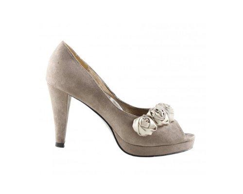 Ein perfektes Outfit entsteht erst durch Victoria Delef Schuhe