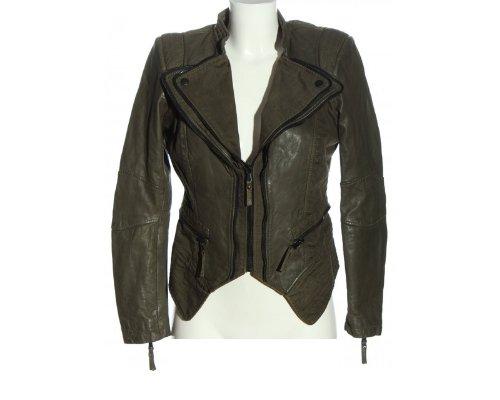 Eine Be Edgy Lederjacke gibt jedem Look das gewisse Etwas
