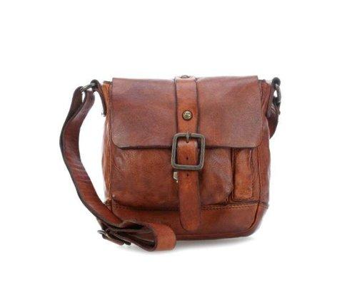 Eine Marke zum Anfassen: Campomaggi Handtasche mit typischeen Schnallen und Seitentaschen ausgeschmückt.