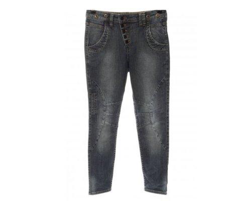 Firetrap ist bekannt für seine Jeansdesigns, die jedem Look die Extra Portion Coolness verleihen.