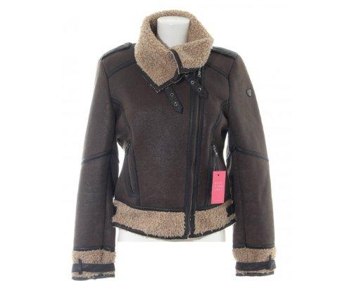 Frech und flauschig zugleich: Diese Lederjacke von Mauritius mit weichem Felleinsatz möchten wir nie wieder ausziehen!