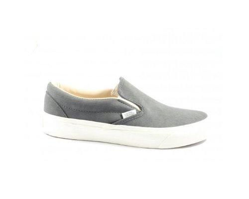 Jeans mit schwarzen Vans Slip On Sneaker