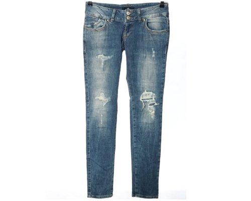 Jeans, T-Shirt und Sneaker von LTB