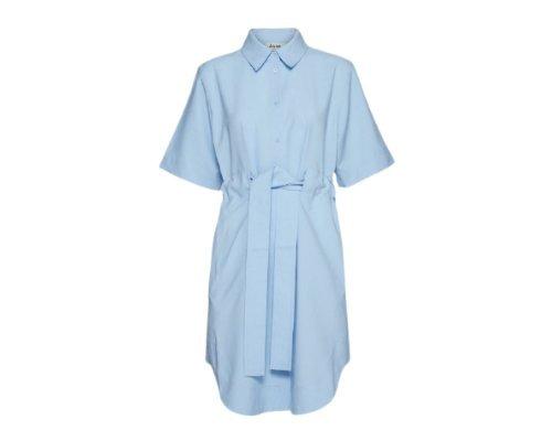 Niebieska oversizowa koszula od Acne.