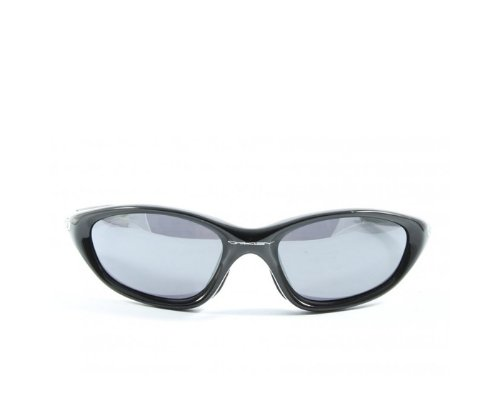 Oakley Modell Latch mit transparenten Rahmen und Bügeln (Quelle: PR)