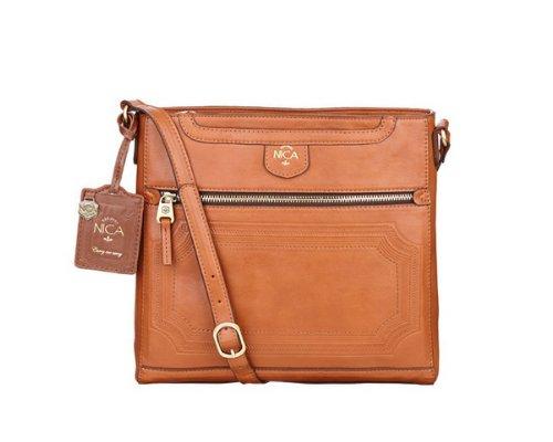 orangene Crossover-Bag aus Leder von Nica.