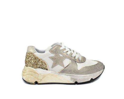 Ovyé Sneaker mit Sternchen-Applikationen