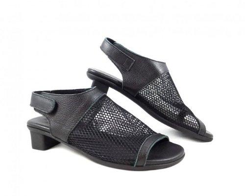 Sandalen von Arche.