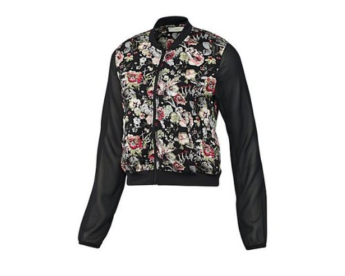 Selena Gomez für Adidas Neo in schwarzer Bomberjacke mit floralem Ärmelprint