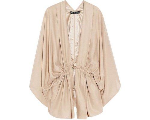 Trendy: Oversized Silk Kimono-Bluse von Elizabeth and James.