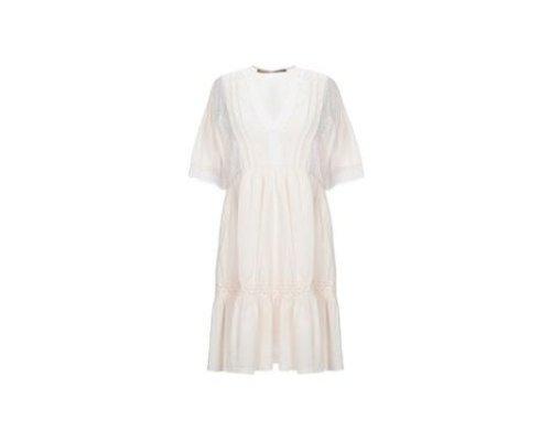 Weißes Kleid von Angela Davis