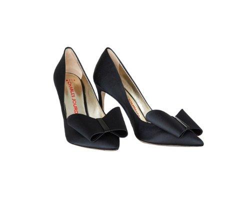 Zaubern zierliche und elegante Füße: Schwarze Pumps!