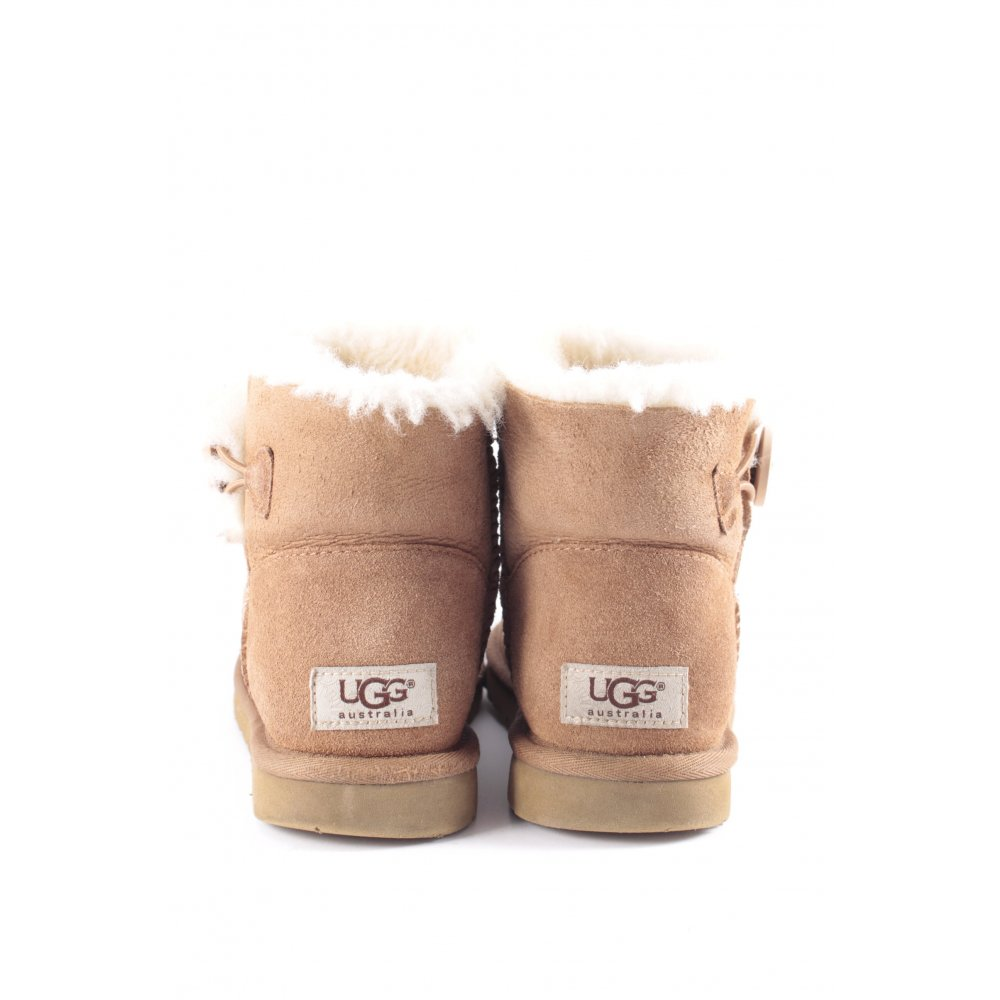 ugg bailey button size 4.5