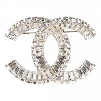 Chanel Brosche, Anstecknadel, Pin aus Metall und Strass in den Farben Silber und Kristall mit Box