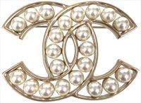 Chanel CC Brosche, Anstecknadel, Pin aus Metall und Glasperlen in den Farben Gold und Perlmuttweiss