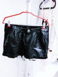Schwarze Lederhotpants von Vila