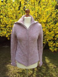warme rosa Strickjacke