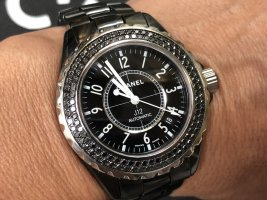 100% Originale Chanel Uhr J12 Automatik, Keramik schwarz mit Diamanten, 38 mm