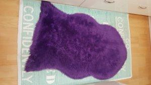 Cappello in pelliccia viola scuro