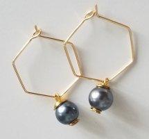 18k Gold Hexagon-Creole mit grauer Perle (Handgemacht)