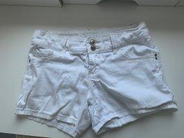 2 kurze Jeansshorts für 12€