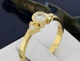 750 Goldring mit 0,45 Karat Diamanten