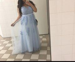 Robe de bal bleu clair