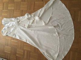 Abendkleid  Satin weis mit silbernen Pailletten