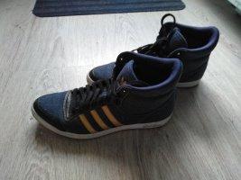 Adidas High Top Sneaker