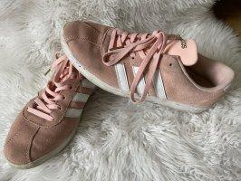 Adidas NEO Basket à lacet rosé