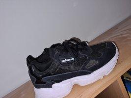 Adidas Schuh