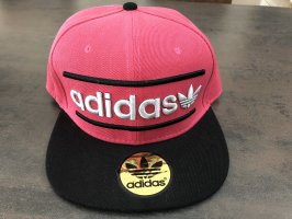 Adidas Baseballówka malina-czarny
