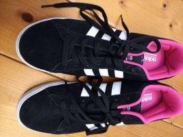 Adidas Sznurowane trampki czarny-różowy