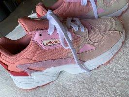 Adidas Sneaker Gr. 39 NEU und ungetragen