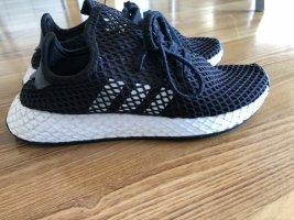 ADIDAS°Sneakers schwarz mit Stripes°Gr. UK 6°Gr. 39,5°guter Zustand, wenig getragen NP 70 E