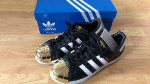 Adidas Sperstar schwarzer Sneaker mit goldene Kappe, Größe 40 2/3
