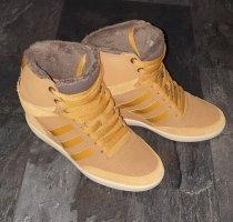 Adidas NEO Zapatilla tipo cuña marrón oscuro-camel