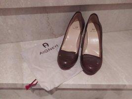 Aigner Zapatos de cuña marrón oscuro