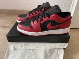 Nike Basket à lacet rouge-noir