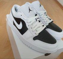Air Jordan Basket à lacet blanc-noir