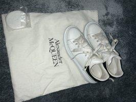 Alexander McQueen Sznurowane trampki biały-czarny