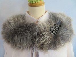 Alfredo Pauly Pelzkragen Fluffy Fake Fur mit Straß Brosche Samtband Grau