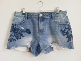 Amisu Jeans destroyed Shorts mit floraler Stickerei, M,  zerrissen, roher Saum, Denim Kurze Jeans, Gr.40