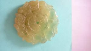 Amulett, natürliche Jade, geschnitzte Hasen, rund