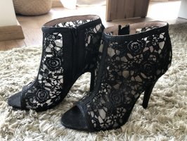 Anchle-Heels