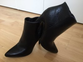 Ankle Boots mit Schlangenprägung, Schwarz
