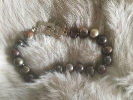 Brazalete de perlas marrón oscuro-color plata