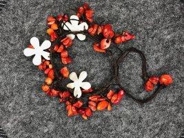 Armband Halbedelsteine Koralle rot Perlmutt Blüten Baumwollbändchen braun
